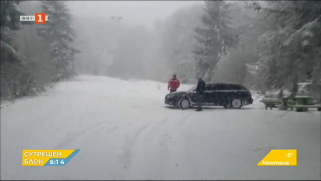 Снежен капан на пътя Шипка-Бузлуджа