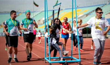 16-годишно момиче създаде първия лонгборд за деца с двигателни проблеми