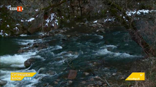 Проверки след замърсяването на реките Юговска и Чепеларска