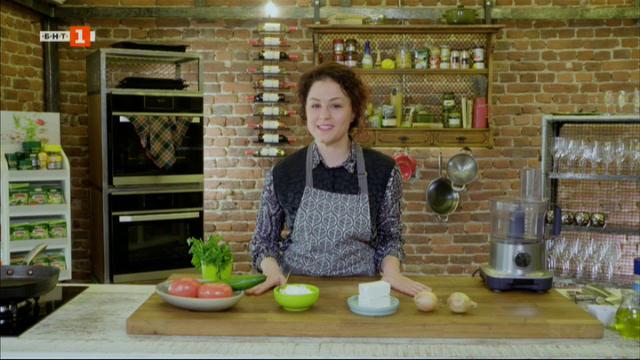 Шопска салата, вкусо рагу от дивеч и чеснов хляб