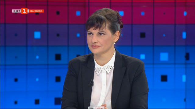Д-р Даниела Дариткова: Има защитни облекла и маски за месец напред