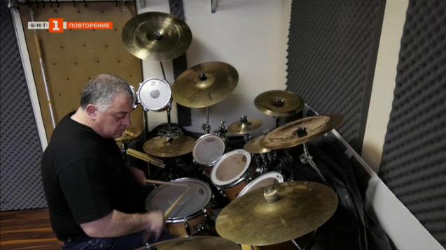 Иво Атанасов - единственият незрящ рок барабанист в България