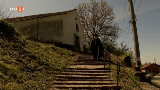 Храм Свети Николай Мирликийски в село Расник