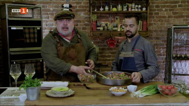 Супа с нахут и сметана и печени свински ребра с варива