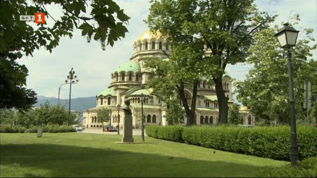 Скулптурните композиции на площад Св. Александър Невски