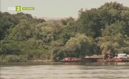 Драгират критични участъци на Дунав около островите Белене и Вардим