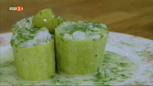 Пълнени тиквички с ориз и джанки, тиквички темпура с таханов сос