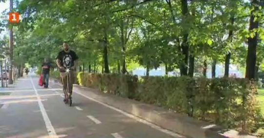 Промени в закона за движението на е-тротинетките: разрешената скорост е 25 км