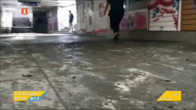 Продължава почистването на подлеза при Орлов мост след пороя
