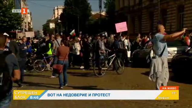 """Протестиращите блокираха движението по бул. """"Цар Освободител"""""""