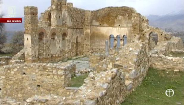 Църквата Св. Ахил от Малкото Преспанско езеро - еталон за православните храмове