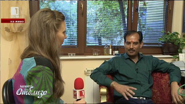 Как един индийски лекар приготвя аюрведични препарати с български билки