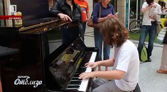 Младият виртуоз Николай Маринов смайва пътниците на парижката гара