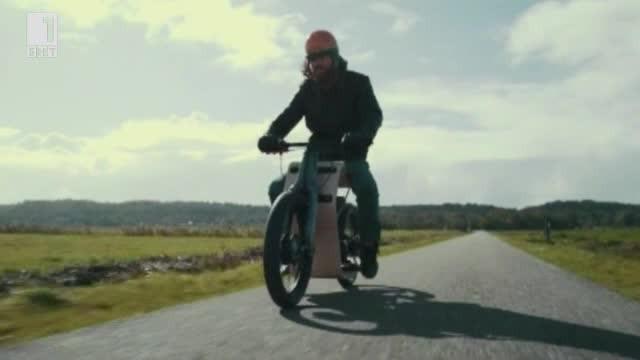Рицерт Манс и неговият дървен мотоциклет