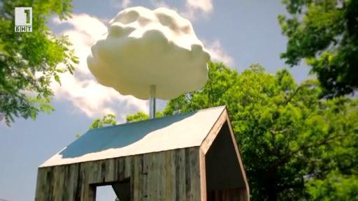 Изкуствен облак в градината