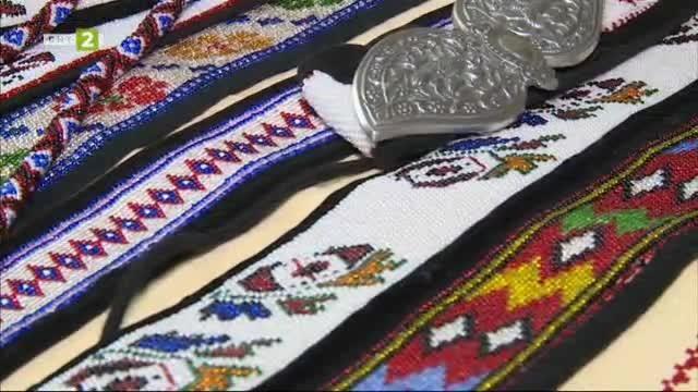 Майсторът на мънистени колани и везани ризи Веска Жегова от Разлог