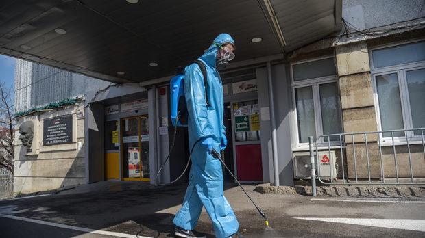 Лекарите и заразата - от първа линия говори проф. Асен Балтов